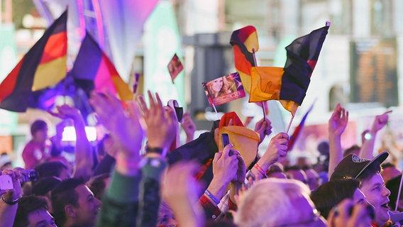 Cascada Fans auf der Big-5-Party in Malmö am 15. Mai 2013.
