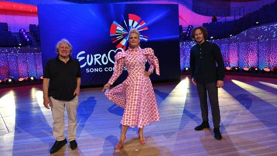 Barbara Schöneberger mit Michael Schulte und Peter Urban © NDR/Uwe Ernst Foto: Uwe Ernst