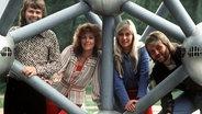 ABBA im Mai 1974 im deutsch-französischen Garten in Saarbrücken (1974) © picture-alliance