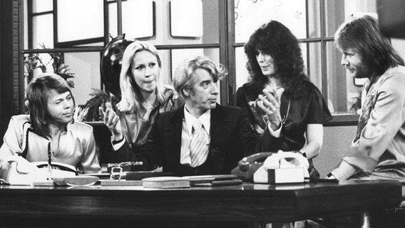 """Abba bei einem Auftritt in der Fernsehshow """"Am laufenden Band"""" (1978) © picture-alliance Foto: Dieter Klar"""