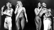 ABBA bei einem Auftritt © picture-alliance / United Archives/TopFoto