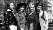 ABBA kurz nach ihrem ESC Sieg (1974) © picture-alliance / United Archives/TopFoto