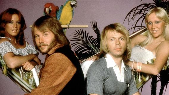 """1974 Abba mit """"Waterloo"""" den Grand Prix d' Eurovision im englischen Brighton. © NDR"""