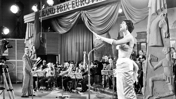 Corry Brokken beim Grand Prix d'Eurovision 1957