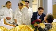 """Freddy Quinn zu Gast in der ARD-Serie """"In aller Freundschaft"""". © ARD/MDR 2007"""
