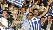 Die griechischen Fans feiern Helenas Sieg