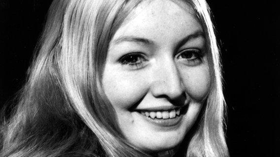 Porträt von Mary Hopkin im Jahre 1968. Sie vertrat Großbritannien 1970 beim Grand Prix und belegte den 2. Platz  Foto: Central Press