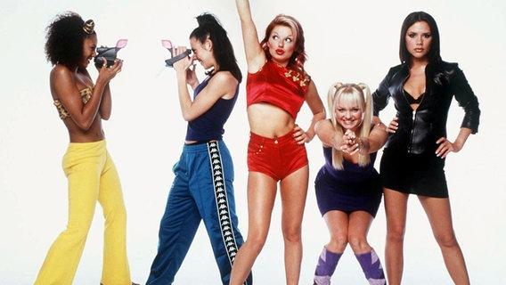 Die Spice Girls, Mel B., Mel C., Geri Halliwell, Emma Bunton und Victoria Adams 1997 in London © picture-alliance / dpa