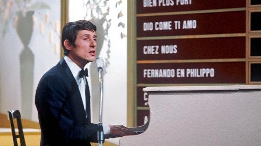 Udo Jürgens 1966 beim Grand Prix am Klavier. © dpa - Bildarchiv Fotograf: Ducklau