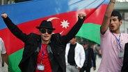 Aserbaidschaner feiern ihrer Hauptstadt Baku den ESC-Sieg von Ell / Nikki.