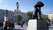 Das Madrider Emblem: der Bär und der Baum-Madroño an der Madrider Puerta del Sol. © Turespaña-Frankfurt