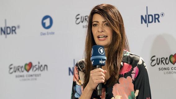 """Linda Zervakis bei der Pressekonferenz in Berlin für """"Unser Lied für Lissabon"""" © NDR Foto: Rolf Klatt"""