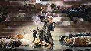 """Madonna währen ihres Auftritts mit dem Song """"Future""""  beim Eurovision Song Contest 2019 im Finale. © picture alliance / KAN / dpa Foto: Orit Pnini"""