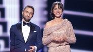 Måns Zelmerlöw und Comedian Petra Mede in der Globe Arena in Stockholm. © NDR Fotograf: Rolf Klatt