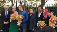 Botschafter Christof Weil, Michael Schulte, Fado-Sängerin Mariza, Christoph Pellander und Cláudia Pascoal beim Botschaftsempfang in Lissabon. © NDR