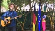 Michael Schulte auf dem Botschaftsempfang in Lissabon. © NDR