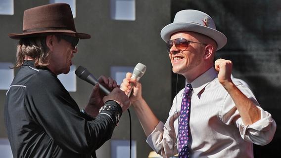 Udo Lindenberg und Jan Delay auf der Bühne am Spielbudenplatz © NDR Foto: Andreas Kluge