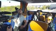 Jamie-Lee im Bus auf dem Weg zur Globe Arena © NDR Foto: Salome Zadegan