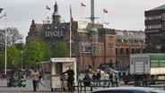 Eindrücke von Kopenhagen - ein Pölserstand vor dem Tivoli © NDR Fotograf: Oliver Klebb