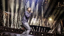 Cesár Sampson auf der Bühne in Lissabon. © eurovision.tv Foto: Thomas Hanses