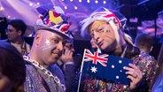 Zwei Fans haben sich maskiert und verkleidet. © Eurovision.tv Fotograf: Andres Putting
