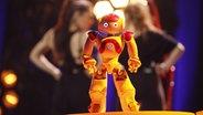 Ein Roboter auf der Bühne in Lissabon. © eurovision.tv Foto: Andres Putting