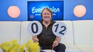 ESC-Moderator Peter Urban im Studio von eurovision.de © NDR Fotograf: Patricia Batlle
