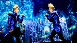 "Die irische Band Jedward mit dem Song ""Waterline"". © Eurovision TV Fotograf: EBU"