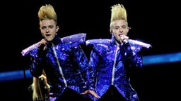 "Die irische Band Jedward mit dem Song ""Waterline"". © Eurovision TV Foto: EBU"