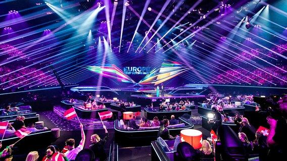 Blick vom Greenroom auf die Bühne in Rotterdam. © EBU Foto: Andres Putting