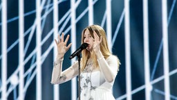 "Blanche mit ""City Lights"" auf der ESC-Bühne in Kiew. © Eurovision.tv Foto: Thomas Hanses"