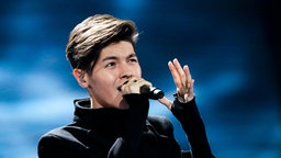 "Kristian Kostov performt ""Beautiful Mess"" auf der ESC-Bühne in Kiew. © Eurovision.tv Fotograf: Andres Putting"