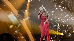 "Anja Nissen performt ""Where I Am"" auf der ESC-Bühne in Kiew. © Eurovision.tv Foto: Thomas Hanses"