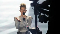 "Levina performt ""Perfect Life"" auf der ESC-Bühne in Kiew. © Eurovision.tv Foto: Andres Putting"
