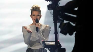 "Levina performt ""Perfect Life"" auf der ESC-Bühne in Kiew. © Eurovision.tv Fotograf: Andres Putting"