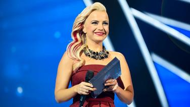 Im November 2015 moderiert Poli Genova in Sofia den Junior Eurovision Song Contest. © Eurovision.tv / Albert Chernogorov