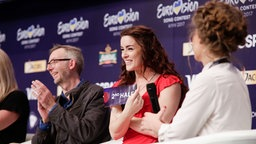 Lucie Jones im Backstage-Bereich des Pressezentrums in Kiew. © Eurovision.tv Foto: Andres Putting