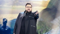 "Jacques Houdek singt ""My Friend"" auf der Bühne in Kiew. © Eurovision.tv Foto: Thomas Hanses"