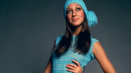 US-Schauspielerin Marisa Berenson in Seventies-Mode © picture alliance/united archives