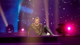 "Slavko Kalezić performt ""Space"" auf der Bühne in Kiew. © Eurovision.tv Foto: Andres Putting"