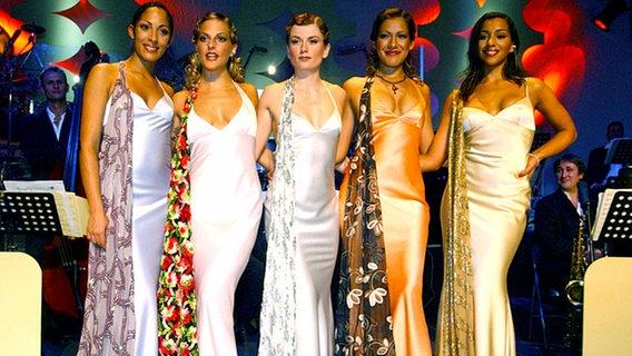 Die No Angels als Swingladys im Berliner Tränenpalast 2002.