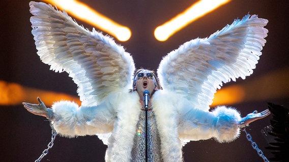 Der norwegische Sänger Tix auf der Bühne. © EBU Foto: Andres Putting