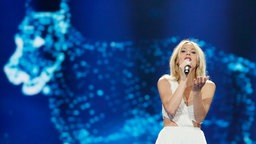 "Kasia Moś performt ""Flashlight auf der ESC-Bühne. © Eurovision.tv Fotograf: Andres Putting"
