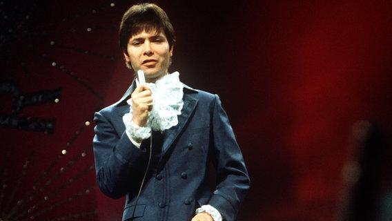 Cliff Richard tritt am 6. April 1968 beim Eurovision Song Contest in London auf. © Picture-Alliance / dpa