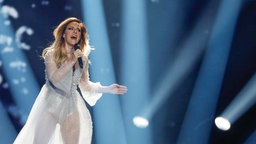 "Tijana Bogićević performt ""In Too Deep"" auf der ESC-Bühne in Kiew. © Eurovision.tv Foto: Andres Putting"