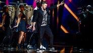 US-Sänger Justin Timberlake läuft über die Bühne bei seinem Auftritt im ESC-Finale 2016 in Stockholm. © dpa-Bildfunk Foto: Maja Suslin