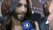 Conchita Wurst im Interview mit Janin Reinhardt © NDR Fotograf: Screenshot
